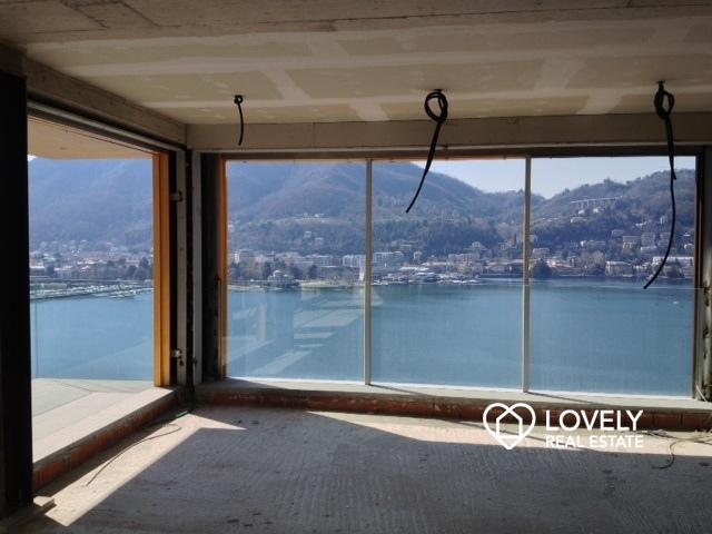 Vendita appartamento como meraviglioso attico con vista for Case con stanze nascoste in vendita