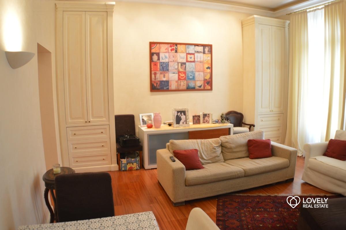Vendita appartamento como appartamento in villa di for Appartamenti prestigio milano