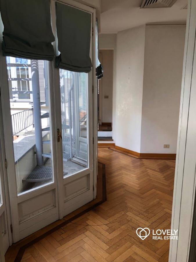 Affitto appartamento milano attico con rooftop via for Planimetrie e prezzi della cabina di log